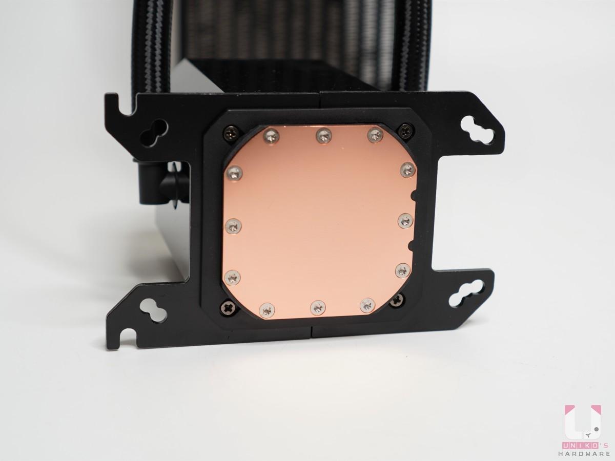 AM4 水冷頭扣具兩片,直接插入水冷頭底部卡榫。