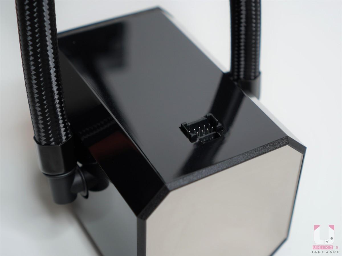 水冷頭接口,可以透過內附的線材連接電源。