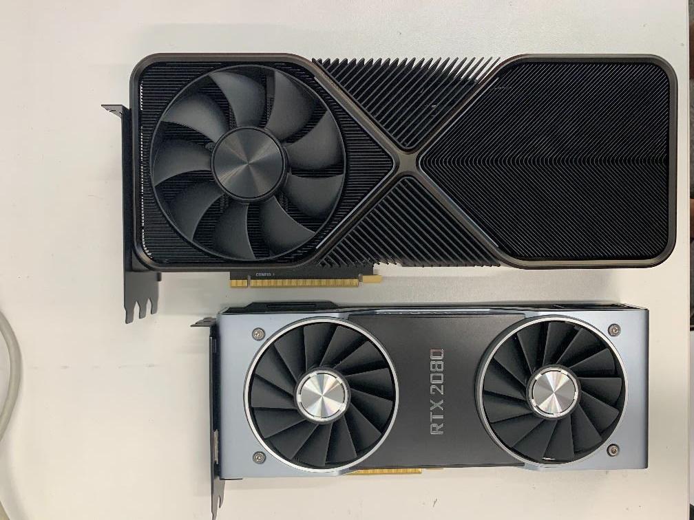 GeForce RTX 3090 正面。來源:https://twitter.com/GarnetSunset