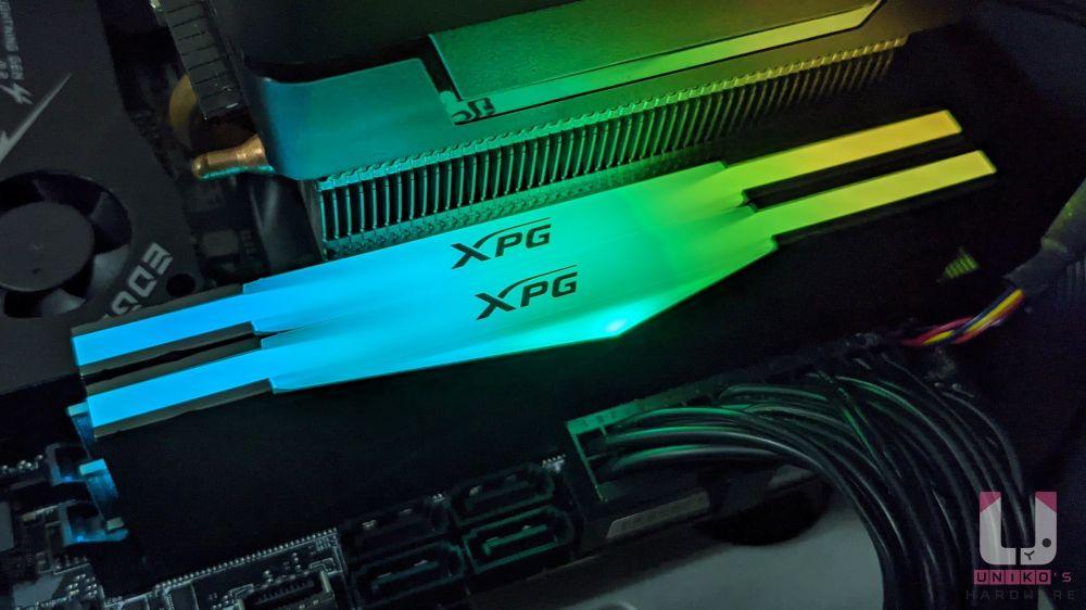 記憶體上適當的 RGB 點綴。