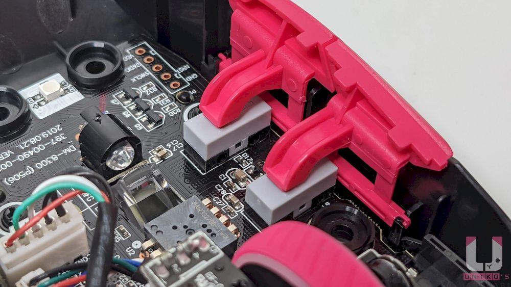 側邊按鈕是使用凱華 KAILH 微動開關。