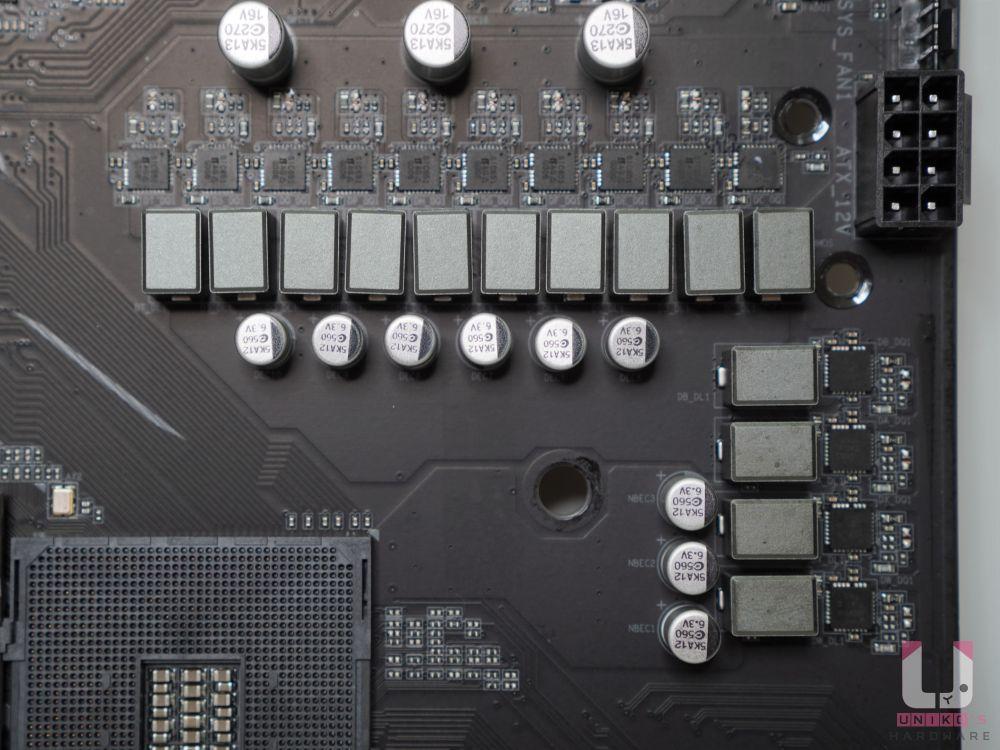 供電方面 CPU 6*2 + 2 相設計,R30 L2011 電桿和 5KA10 電容。