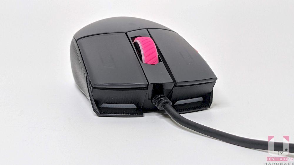 正面可以看到類似車頭燈設計,連接線材部分也有強化設計。