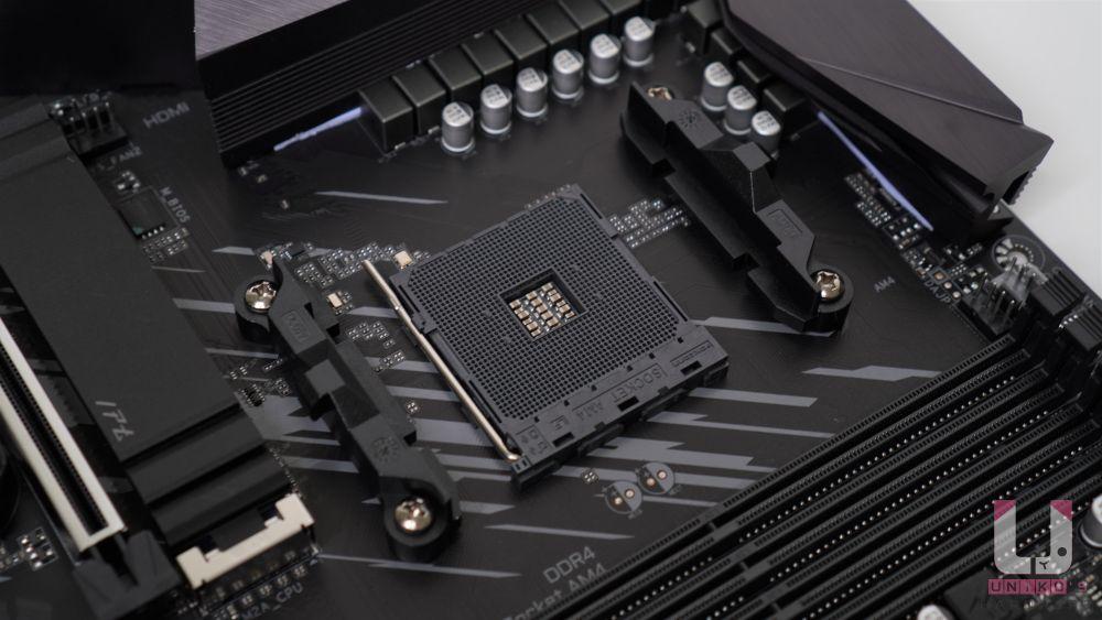 AMD AM4 插槽,支援: 第三代 Zen2 架構 AMD Ryzen 處理器、新一代 Zen2 架構 AMD Ryzen 內建 Radeon 繪圖顯示 APU 處理器,例如:R7 4750G。不支援 R5 3400G、R3 3200G。