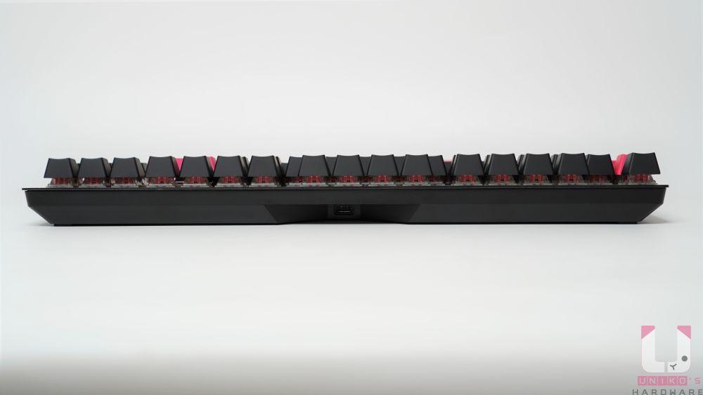 鍵盤後側,可以看到 Type-C 接口。