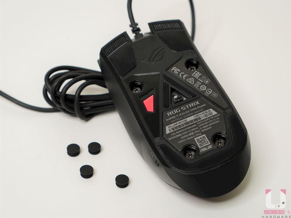 可更換微動開關插槽設計,要先摳下螺絲上的橡膠塞子,再卸下四顆螺絲。