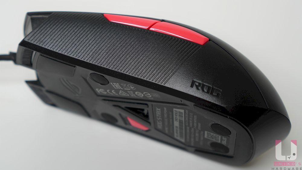 滑鼠整體都採用硬塑膠設計。