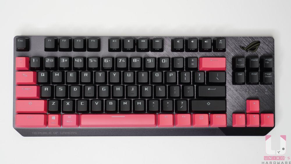 80% 鍵盤少了數字鍵區域,增加滑鼠移動位置,鋁合金上蓋可承受頻繁使用,搭配斜刷髮絲紋設計更有層次。