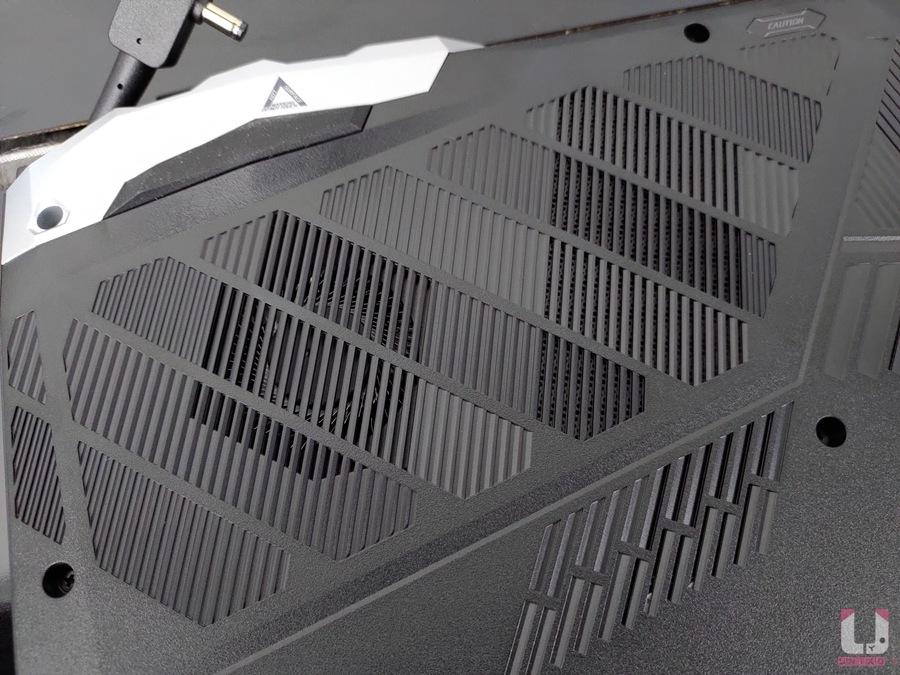 內部散熱器進風處有妥善開孔。