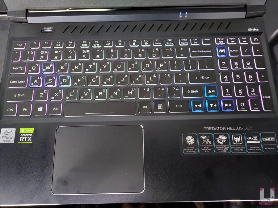 鍵盤支援 RGB 背光,螢幕左下角有個 Turbo 鍵,按下去即可讓風扇達到最高轉速,讓散熱達到最佳狀態。