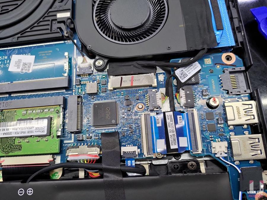 記憶體右側還有一個 m.2 SSD 插槽可用,這擴充性對多數玩家來說沒得嫌了。