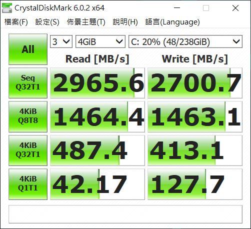 CrystalDiskMark 跑分。