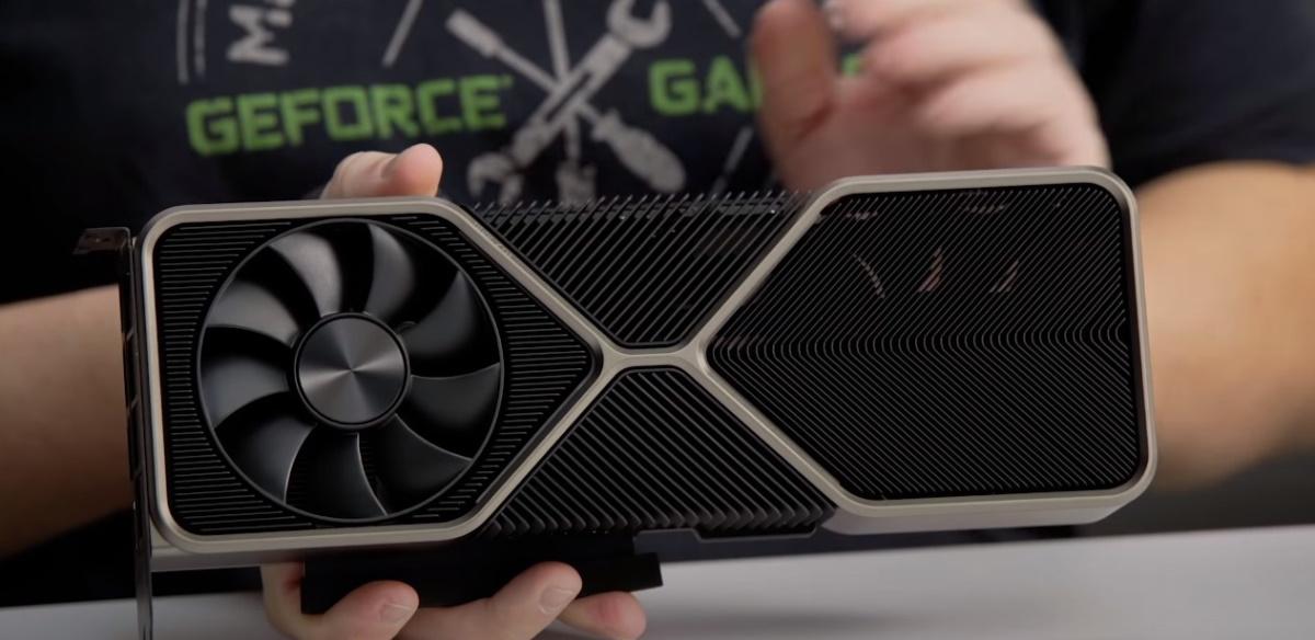 NVIDIA GeForce RTX 3080 Founders Edition 正面外觀。