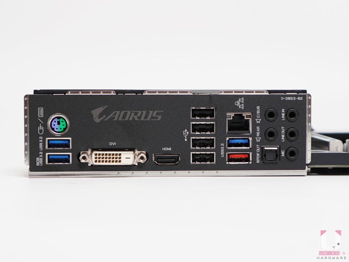 預先安裝的 I/O 裝甲檔板真棒,背後輸出:PS/2、DVI-D (無法轉成 VGA)、HDMI 2.1、USB 2.0、USB 3.2 Gen 1 / 2、Lan 有線網路,音源孔、S/PDIF 光纖。