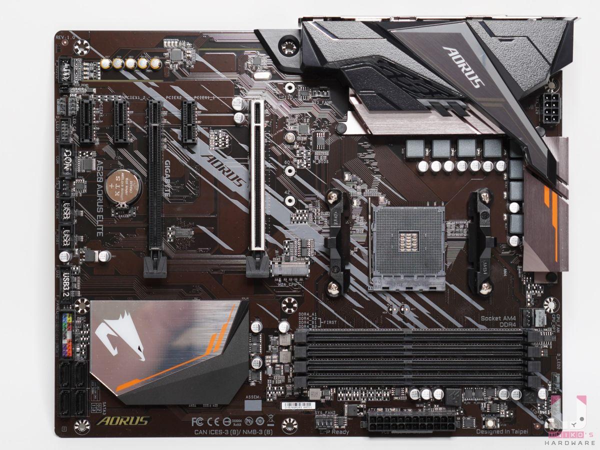 標準 ATX 大小,VRM 和晶片都有散熱片,8Pin ATX 12V 電源連接器。