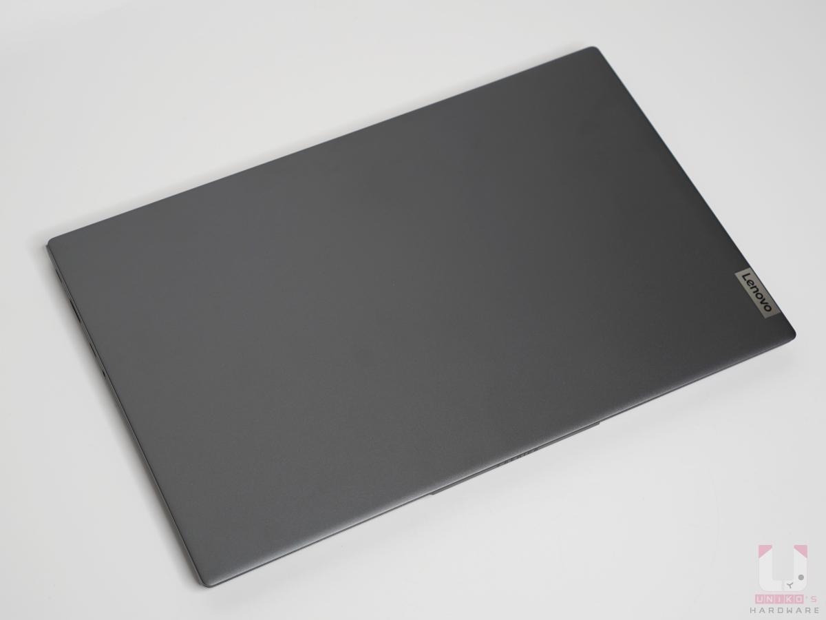 IdeaPad Slim 7 全鋁合金外殼採用 Slate grey 板岩灰。