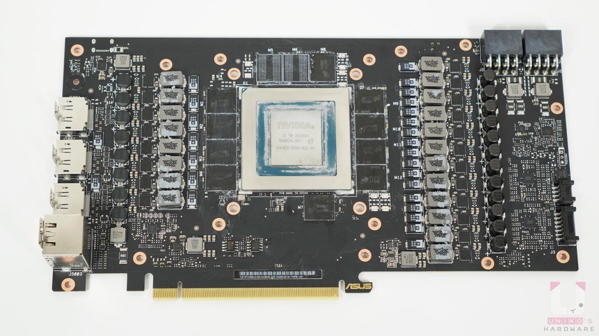 超迷你的 PCB 板,總共 20 相供電,讓顯示卡更穩定。還可以看到 10 顆美光的 GDDR6X 記憶體。