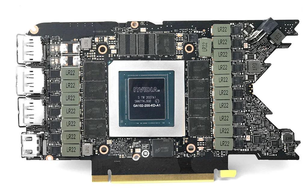 供電設計方面,具備 18 相 Dual FET 供電模組設計,其中 8 (NVVCC)+ 7 (MSVCC) 相負責 GPU 供電、3 相負責 GDDR6X 供電,採用 uPI uP9512 VRM 控制晶片配搭 On Semiconductor FDMF3160 Smart Power Stage MOSFET 晶片。
