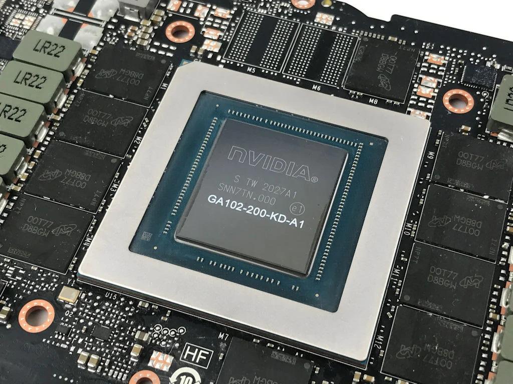 NVIDIA GA102-200-KD-A1 繪圖核心。