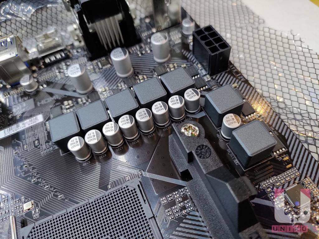 採用 4+3 相全數位 VRM 電源,比起同價格帶的另外兩大廠競品更有競爭力。
