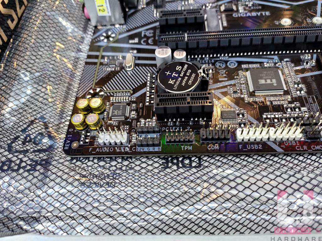 對於 RGB 光害愛好者,也有提供 1 個 RGB 跟 1 個 A-RGB 插座。
