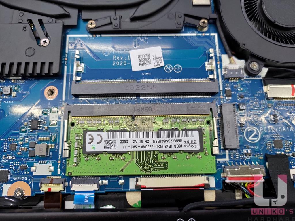 採用單條 16GB 海力士 DDR4 3200 記憶體,保留一個可用擴充槽。
