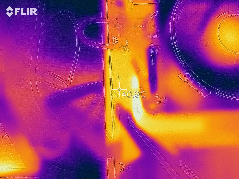3DMARK Time Spy 穩定性燒機,燒機 60+ 分鐘測試,VRM 散熱器區域二溫度約 40.9 度。