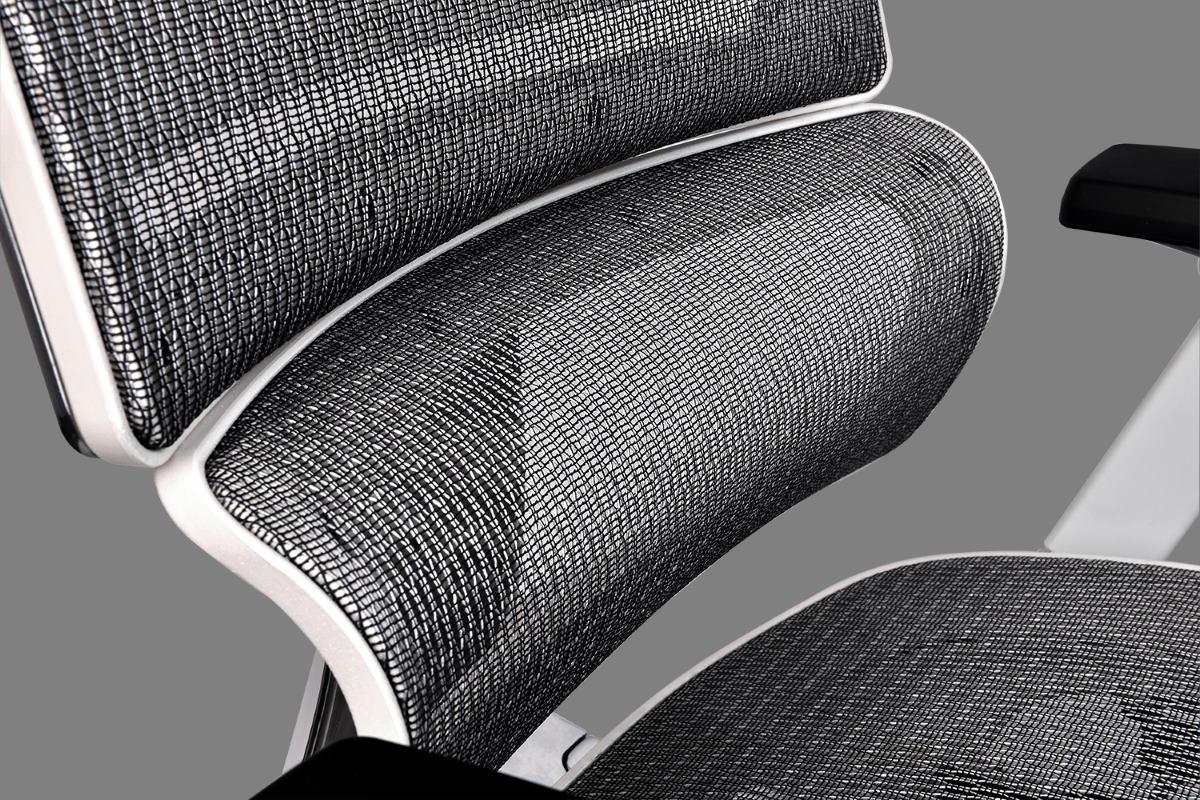 椅背下方的腰墊擁有高彈性支撐可完美貼合腰椎,適合所有體型的使用者。