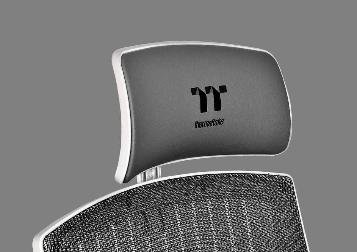 這款椅子的頭枕不僅是調整高度,還可以調節升降前旋枕部,隨用戶躺仰時做角度變化,給予使用者的頭和脖子支撐。