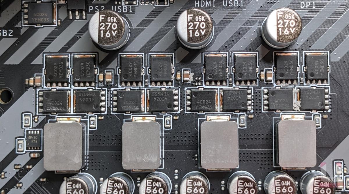 Richtek RT8894J PWM 數位供電控制器,N Channel 兩上 OnSemi 4C029N 46A 和 兩下 OnSemi 4C024N 78A MOFET 搭配。
