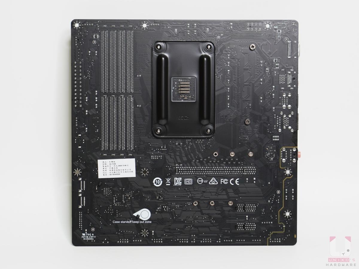 PCB 板主要是黑色為主。提醒避開銅柱沒有用到的位置有保護,避開會短路的電路。 2oz 厚度銅的強化 PCB,可增加導電率,特別是在超頻狀況下,可提高散熱和穩定效能。