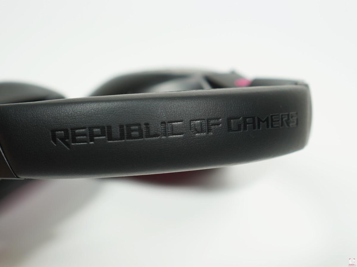頭帶上壓印著 REPUBLIC OF GAMERS 的字樣,這應該已經是傳統了。
