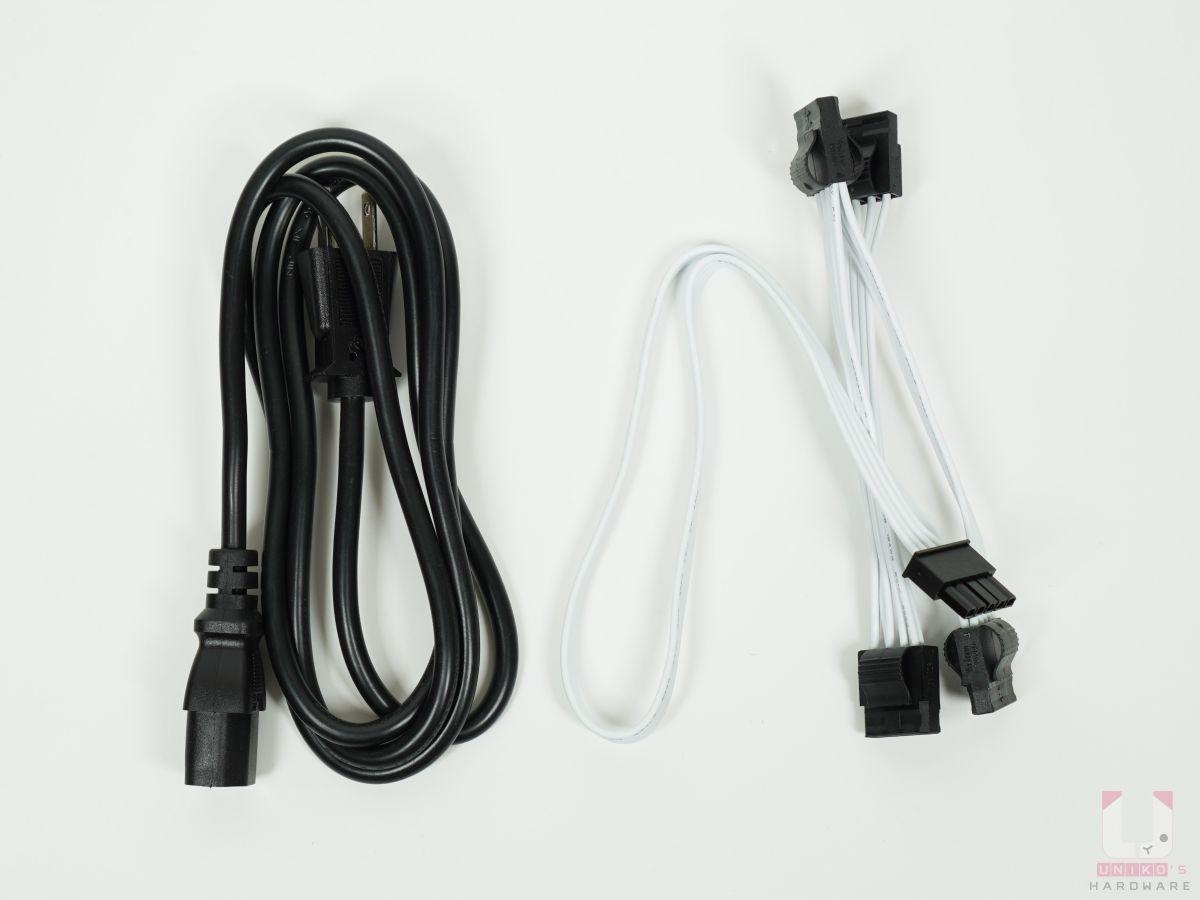 外接電源線、大 4P 或稱 D 型連接接頭一條,有 4 個接頭。