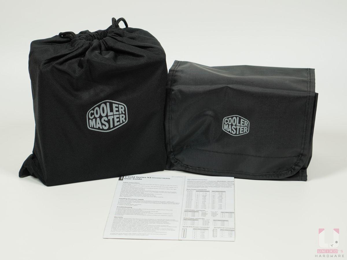 PSU 本體有一個布袋包住,模組化線材有收納包。