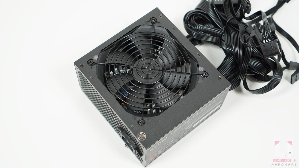 散熱和噪音取得平衡,使用具備熱感應功能的 120mm HDB 風扇,可以根據系統溫度持續調整風扇轉速的快慢。