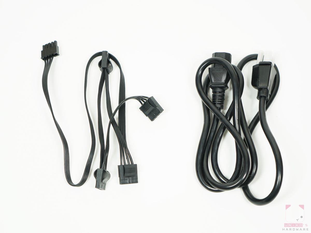 大 4P 或稱 D 型連接接頭一條,有 4 個接頭、外接電源線。