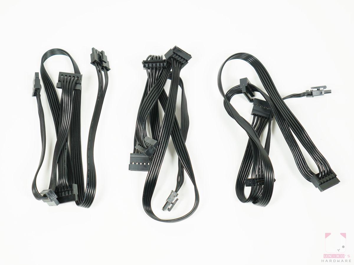 用來連接 SATA 電源的線材,每一條有三個 SATA 接口,一共有三條。