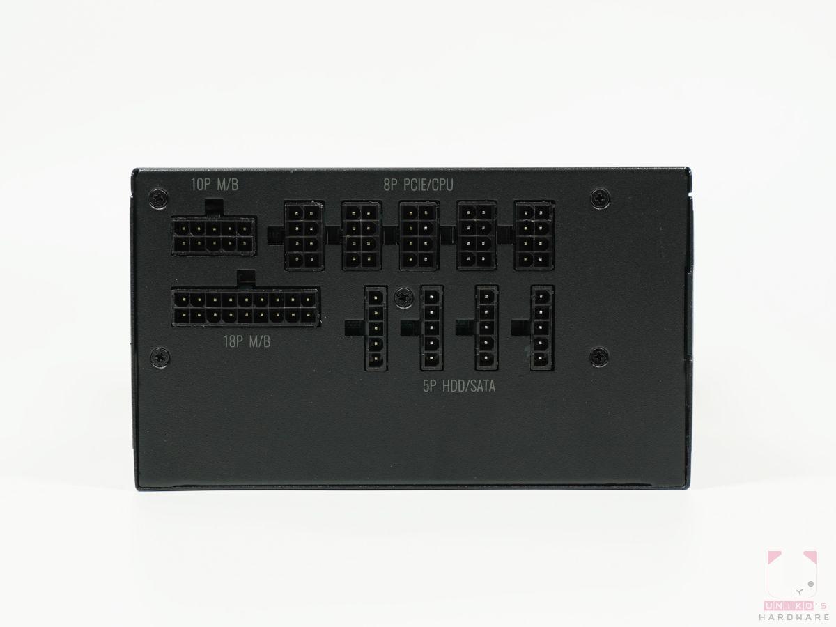 模組化的插座,24Pin 要接 18P 和 10P,CPU 8Pin、4+4Pin 和顯示卡 6+2Pin 都是接 8P,其餘 SATA 和 D 型連接接頭都是接到 5P。