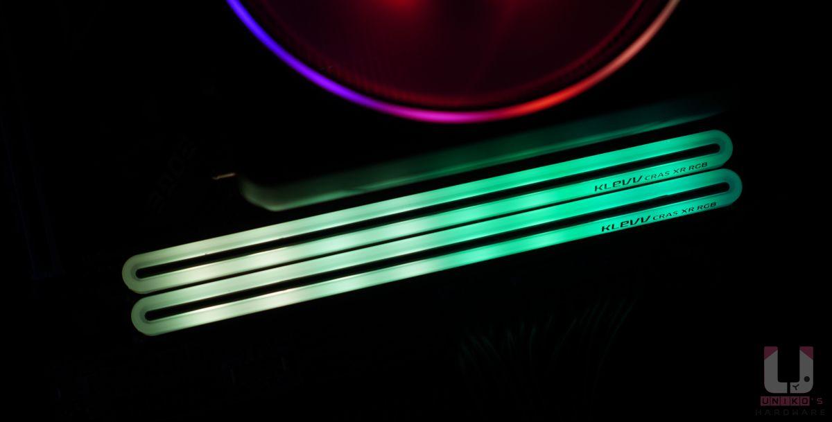 拍攝會過度凸顯燈珠顆粒,其實肉眼看 LED 燈珠不算明顯,反而有水晶透亮的質感。