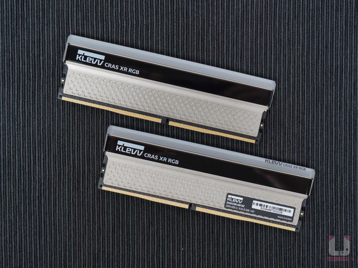 雙面都是柏金色純鋁散熱片,點綴一點黑色,散熱效果不錯,還有超美的 RGB 導光設計。