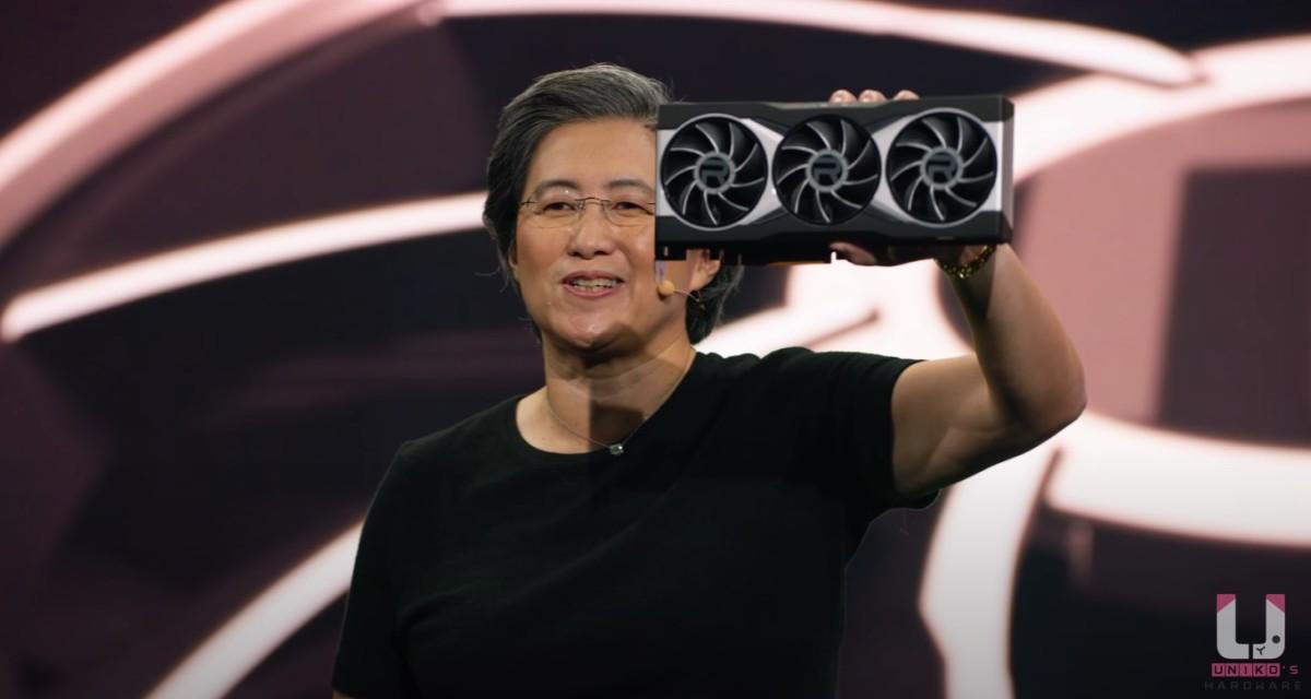 Lisa Su 手拿 Radeon RX 6900 XT 真身。