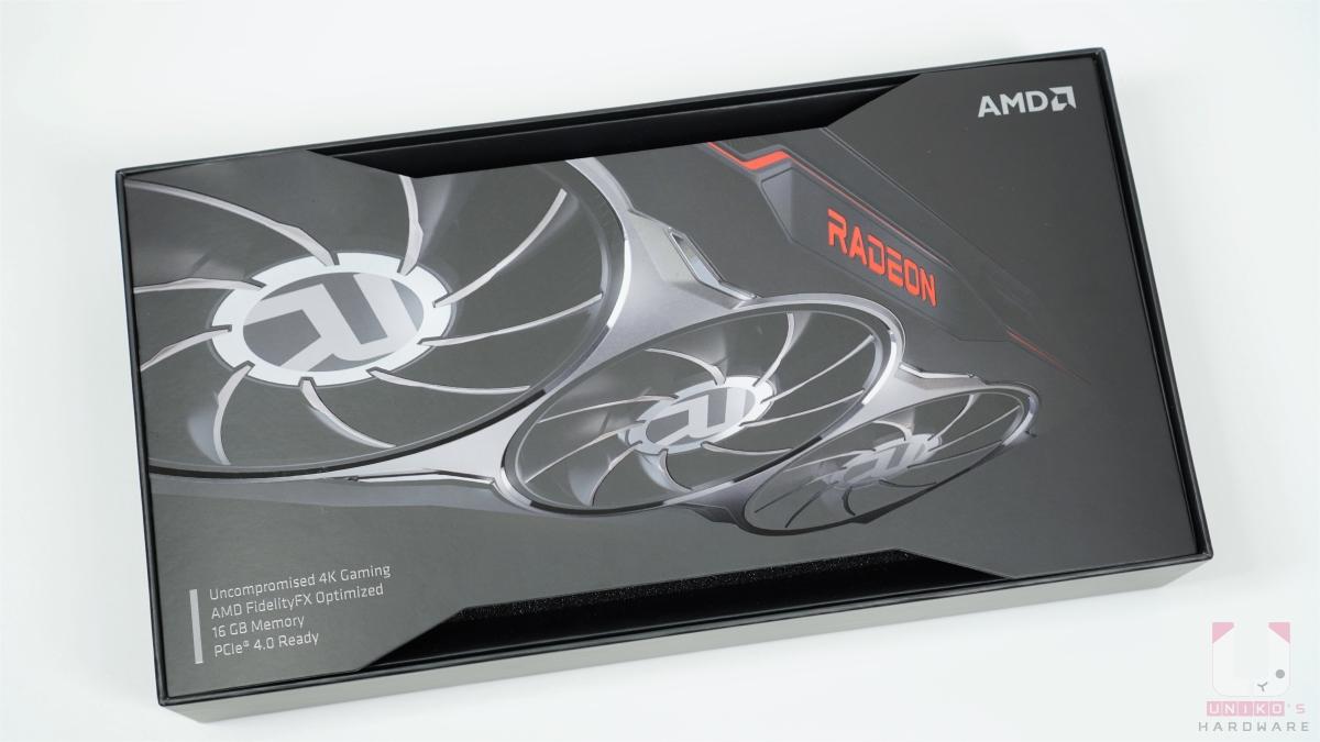 外盒抽開後就先看到 Radeon RX 6800 的寫真照片。