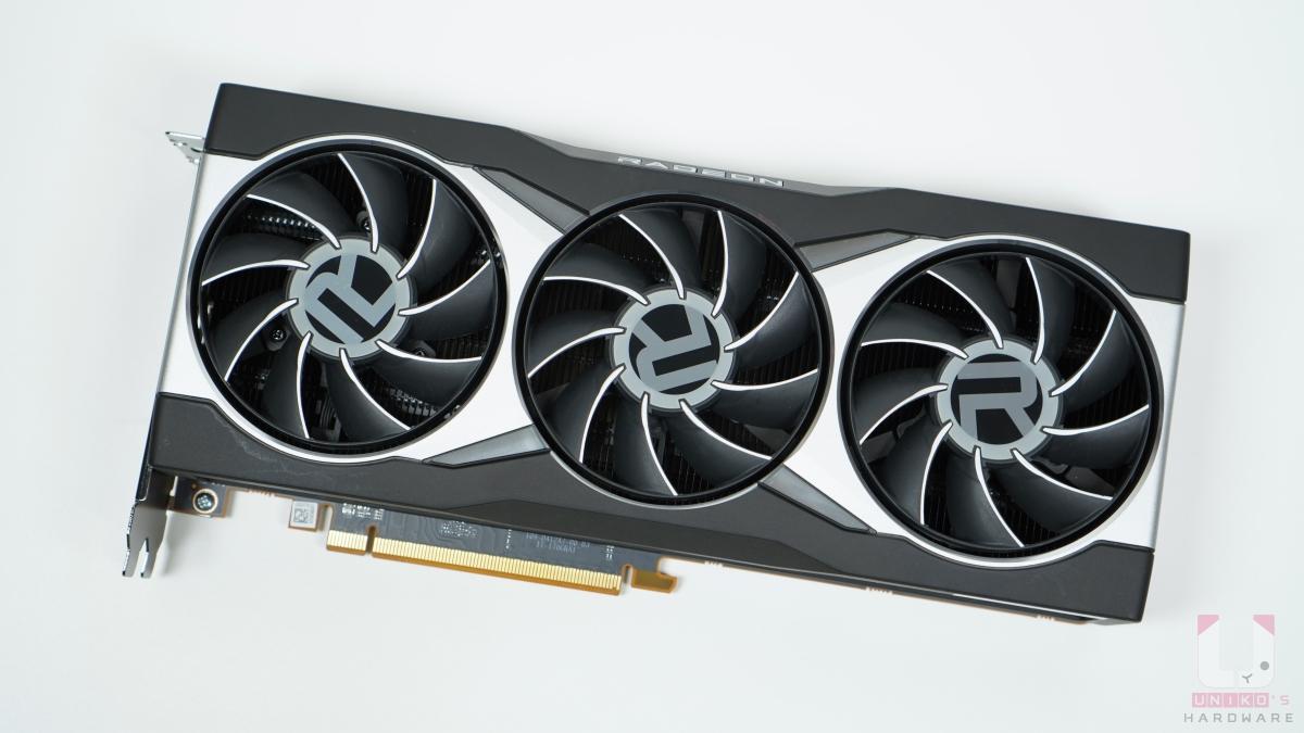RX 6800 XT 長度是 267mm、高度 120mm、厚度 50mm,重量 1502g。