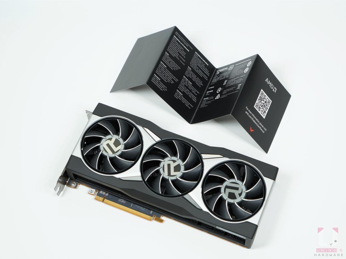 Radeon RX 6800 XT 顯示卡一張、快速手冊一張。