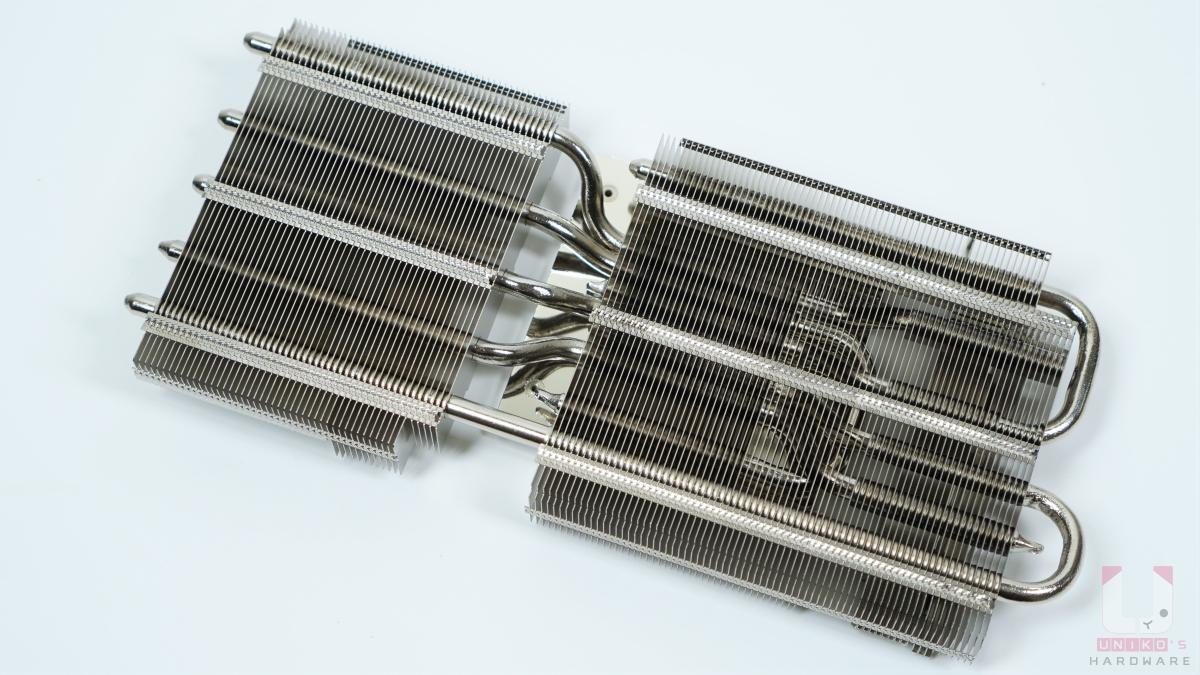 大型的散熱片,可以看到很多熱導管貫穿。