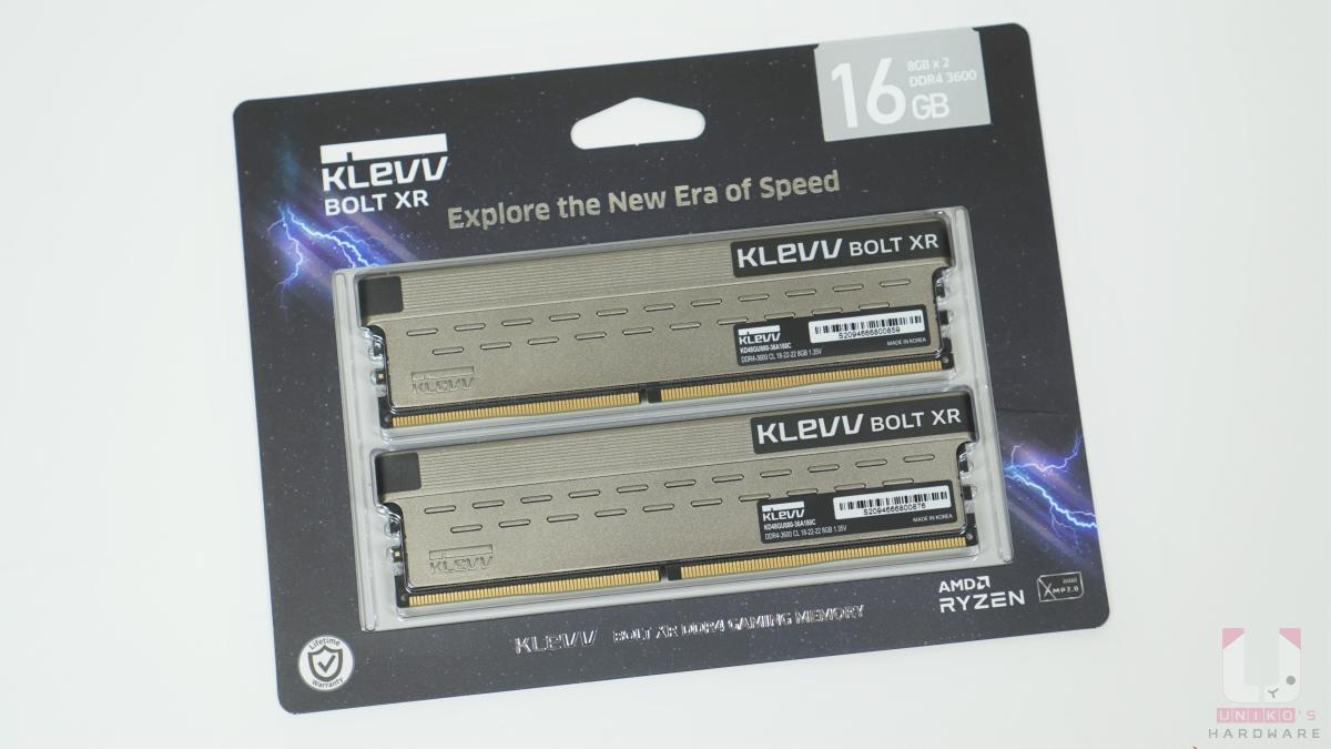 簡單直接的包裝正面,標示出記憶體詳細規格。左下角有終身保固標誌,包裝右上角標示 16GB 雙通道包裝。