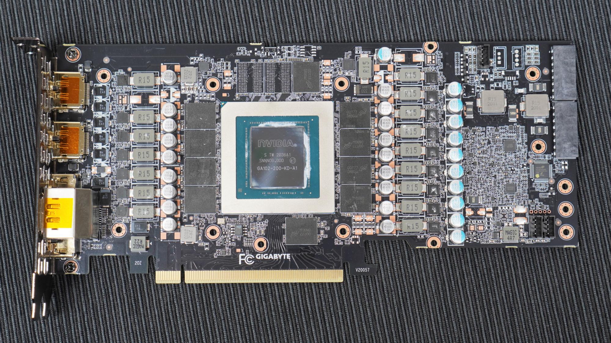 GIGABYTE GeForce RTX 3080 VISION OC 10G PCB 正面。