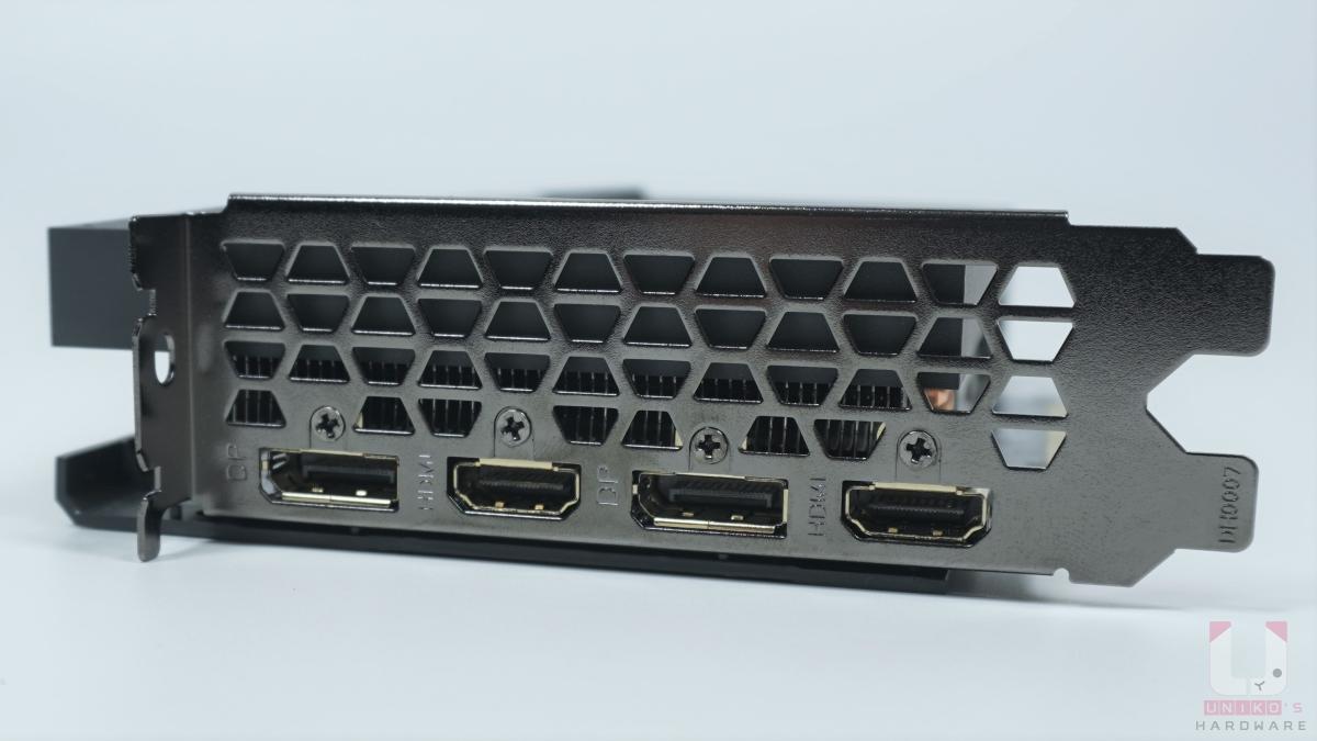 兩組 HDMI 2.1、兩組 DP 1.4a。
