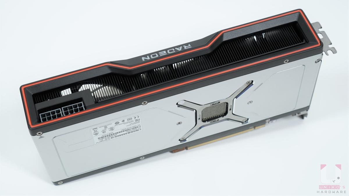 2.5 Slots 設計,顯示卡電源連接器是 8pin X 2,最大額定功率是 300W。