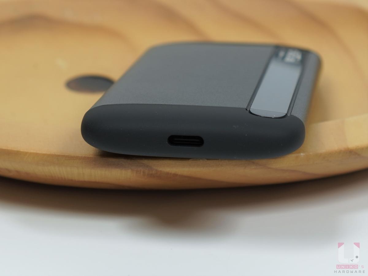 Type-C USB 接口。